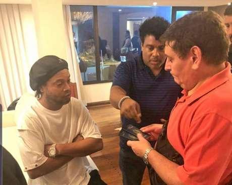 Ronaldinho e Assis tiveram seus passaportes retidos (Foto: divulgação/Ministério Público do Paraguai)