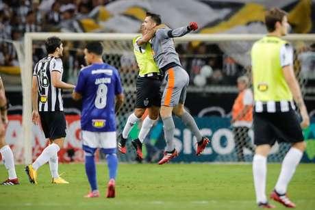 Victor comemora vitória no clássico (Foto: Divulgação/Bruno Cantini)