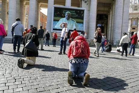 Papa faz oração do Angelus via transmissão na internet