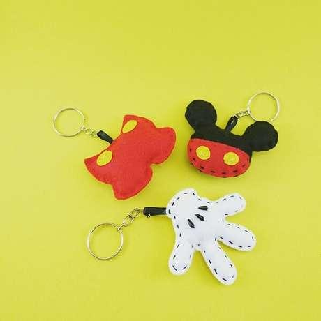 15. A festa do Mickey pode ficar ainda mais divertida com chaveiros de feltro. Fonte: Pinterest