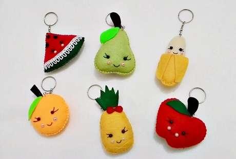 16. As frutas podem formar lindos chaveiros de feltro. Fonte: Elo7