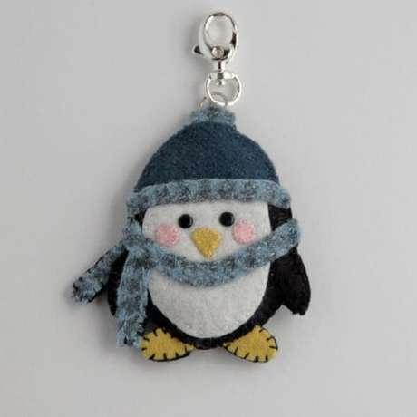 18. Chaveiro de feltro caprichado com formato de pinguim. Fonte: Pinterest