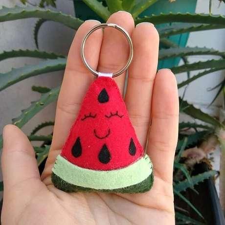 35. Forme um lindo chaveiro de feltro em formato de melancia. Fonte: Pinterest