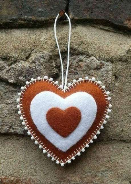 50. O chaveiro de feltro coração não precisa ser necessariamente em tom vermelho. Fonte: Ver e Fazer