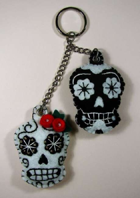 57. O chaveiro em feltro em formato de caveira pode ser usado como lembrancinha na festa mexicana. Fonte: Pinterest