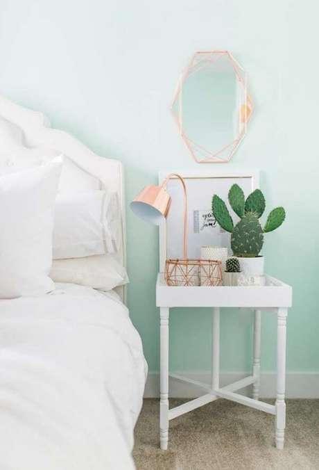 34. Quarto verde claro com detalhes em rose gold – Via: Pinterest