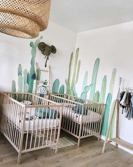 39. Quarto de bebê verde com móveis de madeira – Via: Pinterest