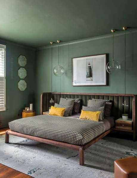 9. Quarto verde e moderno para casais antenados – Via: Casa Vogue
