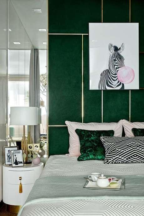 12. Quarto verde escuro com quadro de zebra – Via: Pinterest