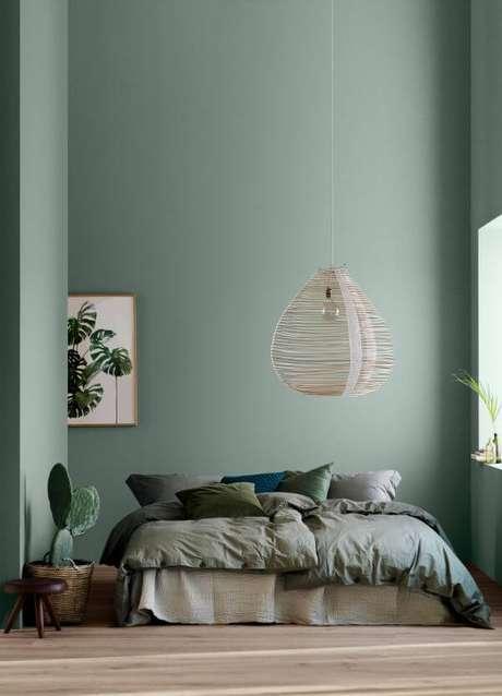 25. Aposte nos tons de verde para ter um quarto super clean e aconchegante – Via: Label Magazine