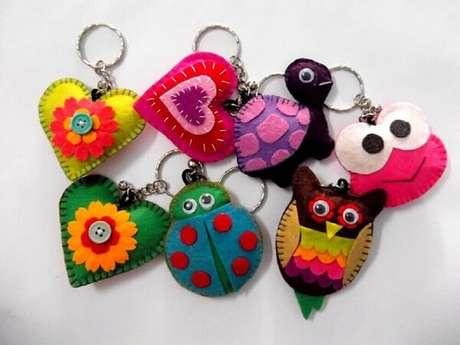 65. Use cores vivas na hora de confeccionar seu chaveiro em feltro. Fonte: Pinterest