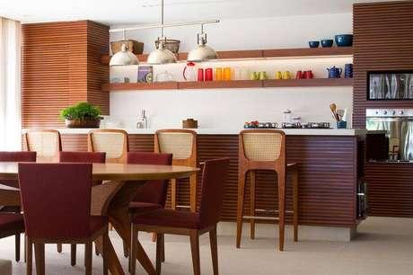 12. Banquetas para cozinha podem ser um completo para a decoração do ambiente