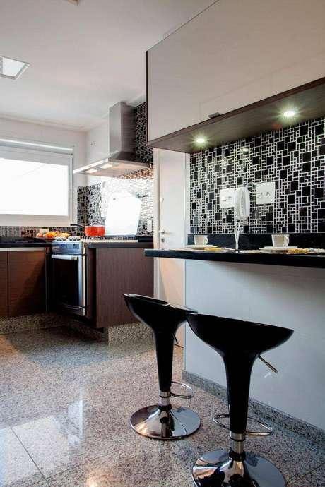 27. As banquetas para cozinha podem otimizar o espaço de uma cozinha menor