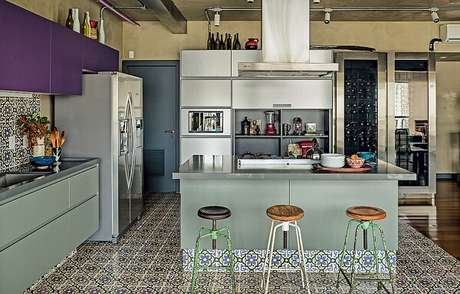 5. Banquetas para cozinha baixas são ótimas para ambientes com menos espaço