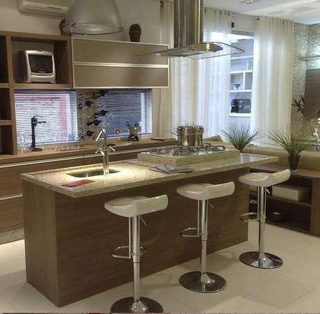 1. Banquetas para cozinha são ótimas opções pois otimizam e complementam a decoração e espaço do ambiente