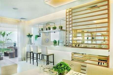 58. As banquetas para cozinha com encosto e estofado são mais confortáveis