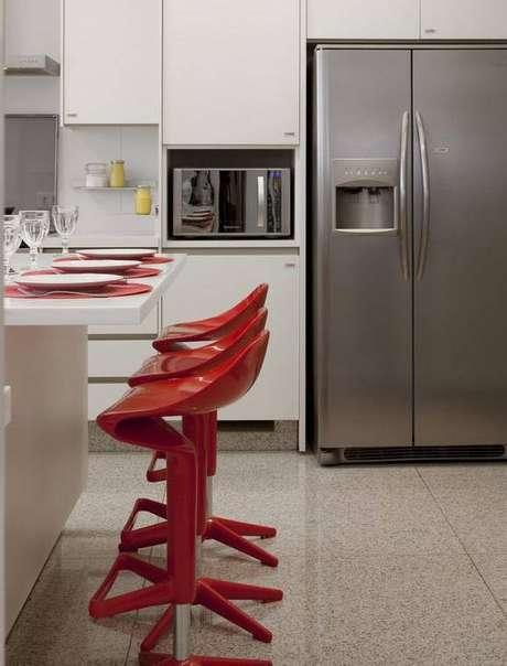 2. É importante considerar a altura da bancada para escolher a melhor opção de banquetas para cozinha