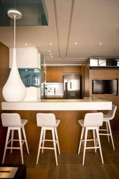 14. Escolha banquetas de cozinha que proporcionem conforto e beleza ao ambiente