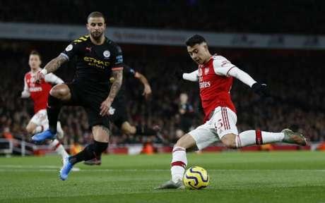 Manchester City e Arsenal será adiado novamente e não tem data para acontecer (IAN KINGTON / IKIMAGES / AFP)