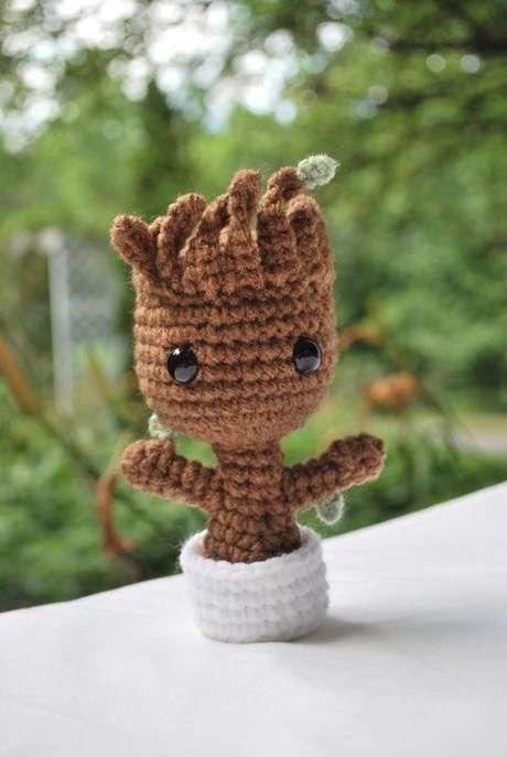 67. Este bebê Groot é perfeito para uma decoração divertida. Foto: Amigurumi Brasil