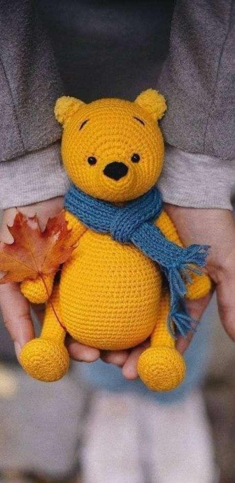 15. Este lindo urso de amigurumi pode ser feito por qualquer pessoa que esteja disposta a aprender a técnica. Foto: Aprenda Crochê do Zero