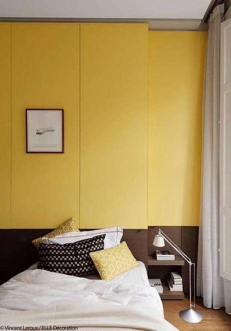 21. Decoração para quarto de solteiro amarelo planejado – Foto: Pinterest