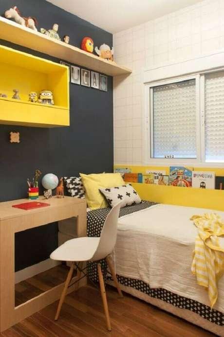 24. Decoração simples para quarto amarelo e preto de solteiro – Foto: Casar É…