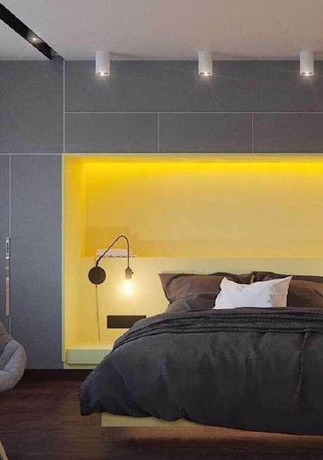 27. Decoração moderna para quarto amarelo e cinza planejado – Foto: Assetproject