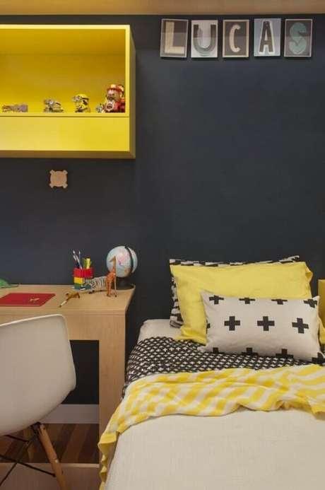 32. Decoração simples para quarto amarelo e preto – Foto: Casa de Valentina