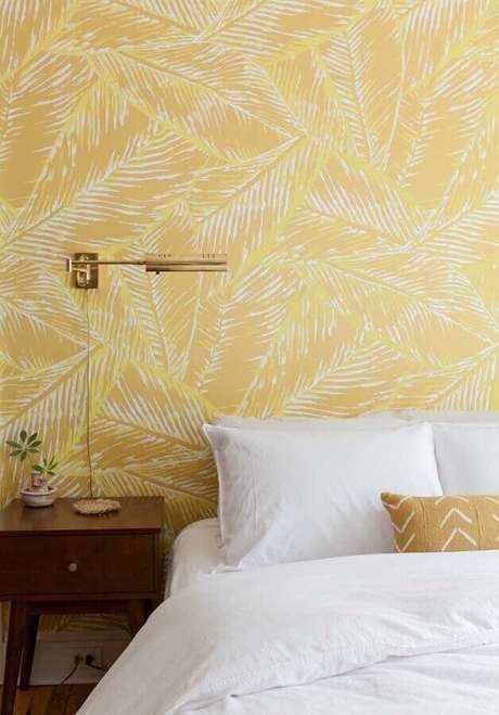 9. Papel de parede é uma ótima maneira de inserir tons de amarelo na decoração – Foto: Webcomunica