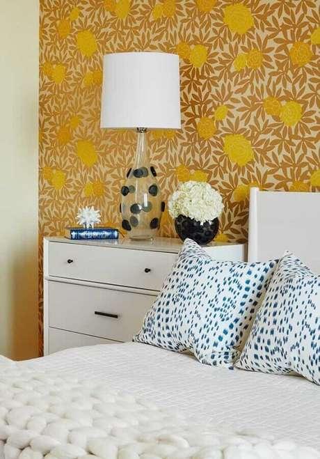 35. Papel de parede para decoração de quarto amarelo e branco – Foto: Webcomunica