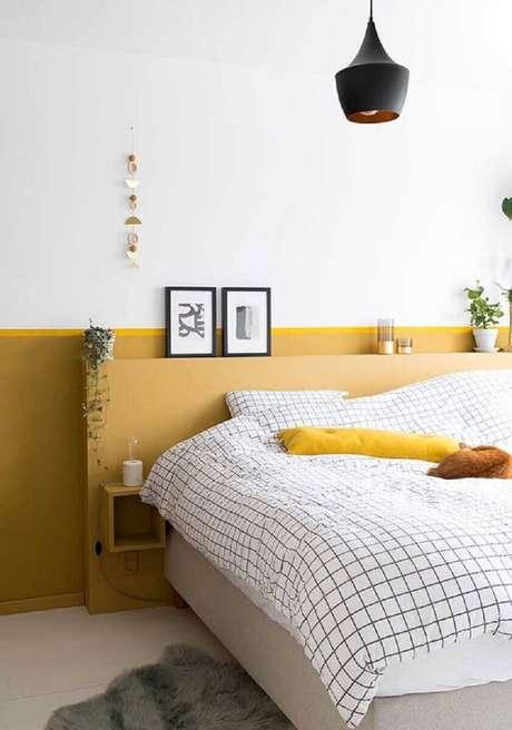 36. Quarto amarelo e branco com decoração minimalista – Foto: Arquidicas