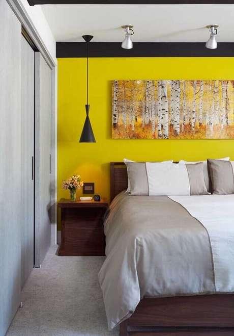 44. Quarto amarelo e cinza com decoração moderna – Foto: Pinterest