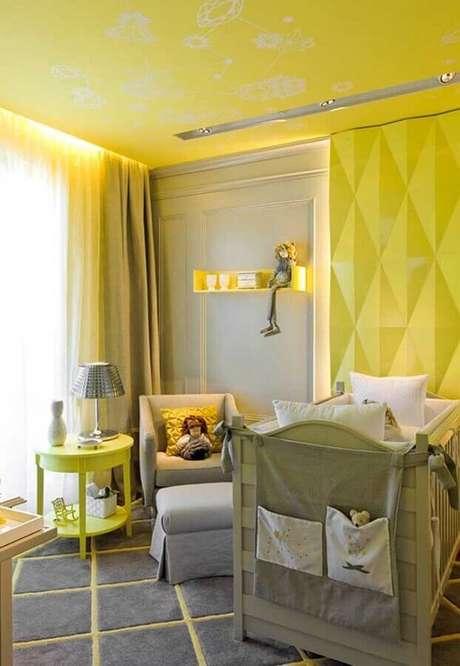 50. Decoração moderna com revestimento 3D para quarto de bebê amarelo e cinza – Foto: Ideias Decor