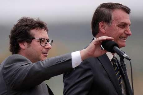Wajngarten e Bolsonaro participam de cerimônia em Brasília em novembro do ano passado 19/11/2019 REUTERS/Ueslei Marcelino