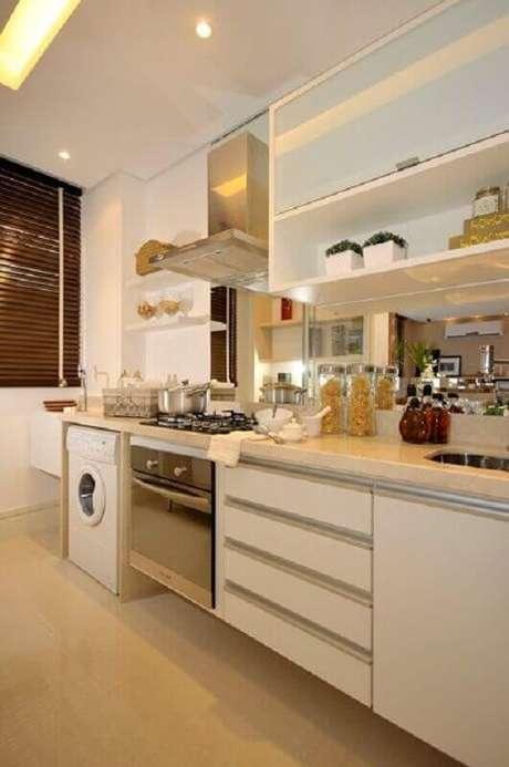1. Saber otimizar espaço em uma cozinha com lavanderia é essencial para um ambiente mais funcional – Foto: Pinterest