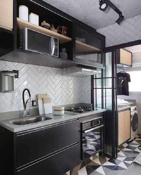 14. Decoração moderna com armários pretos para cozinha com lavanderia pequena planejada – Foto: Pinterest