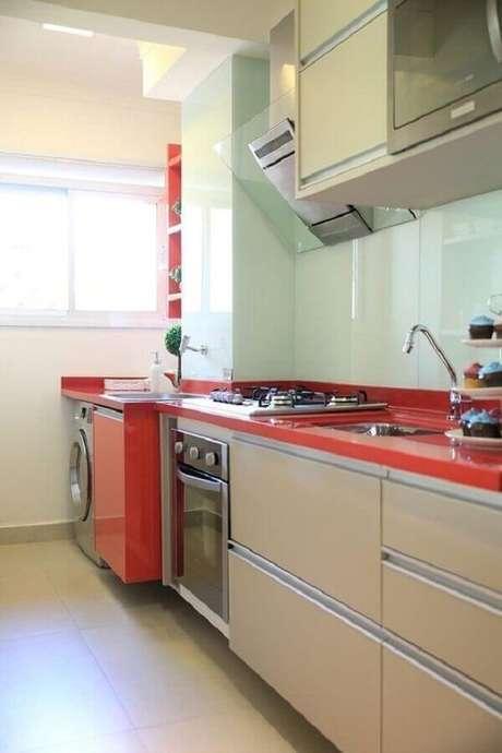 5. A cozinha planejada com lavanderia possibilita um ambiente funcional e personalizado – Foto: Dicas Decor