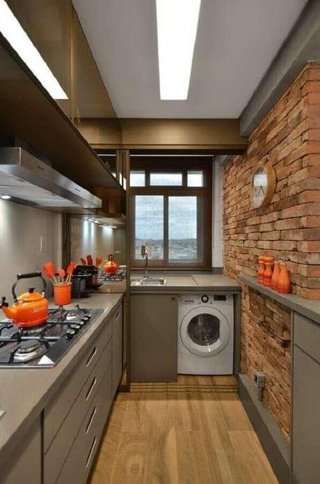 18. Parede de tijolinho à vista para decoração de cozinha planejada com lavanderia – Foto: Pinterest