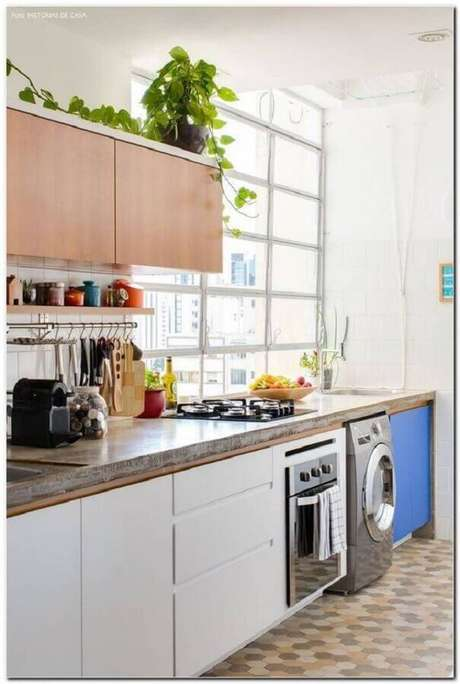7. Os detalhes fazem toda a diferença na decoração de cozinha com lavanderia simples – Foto: Pinterest