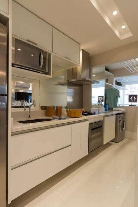 35. Decoração clean para cozinha integrada com lavanderia – Foto: Você Precisa Decor