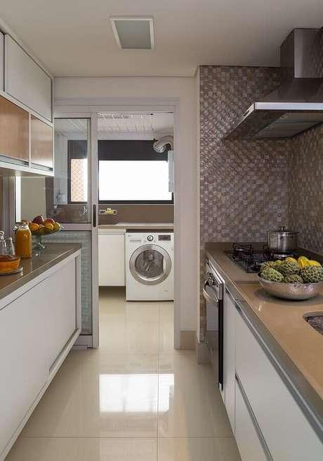 37. Decoração de apartamento com cozinha com lavanderia simples – Foto: Pinterest