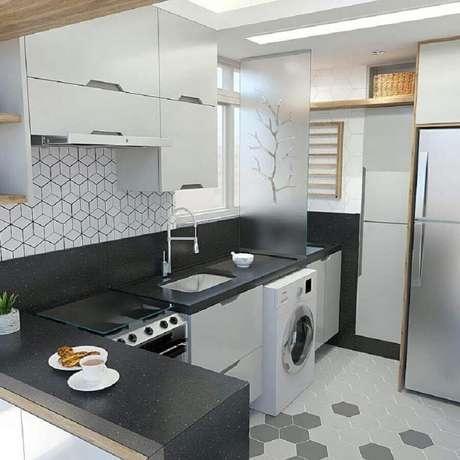 41. Divisória com placa de vidro para cozinha com lavanderia simples – Foto: Dicas Decor