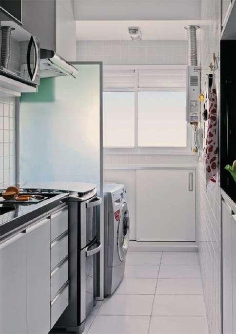 43 Mantenha a cozinha com lavanderia pequena sempre bem organizada – Foto: Blog Achados de Decoração