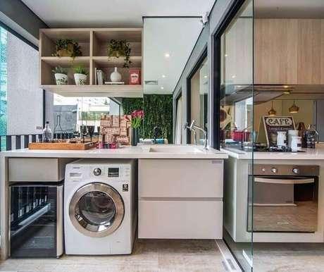 2. Elabore uma decoração harmônica para a sua cozinha de apartamento pequeno com lavanderia – Foto: Construindo Minha Casa Clean