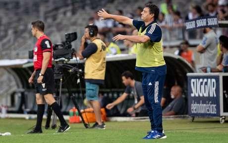 Adilson foi pessoalmente anunciar sua saída do Cruzeiro-(Foto: Gustavo Aleixo/Cruzeiro)