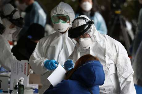 A Coreia do Sul registrou 75 mortes por covid-19 até o último dia 15, entre mais de 8 mil infectados