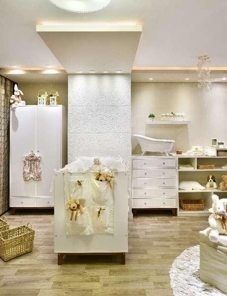 7. A cerâmica para quarto de bebê fixada na parede trouxe um toque clássico para a decoração do cômodo. Fonte: Cerâmica Portinari