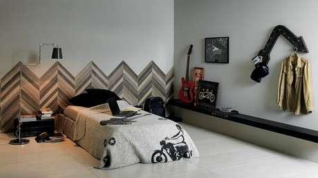 14. A cerâmica para quarto masculino na parede trouxe um ar descontraído ao ambiente. Fonte: Archtrends Portobello
