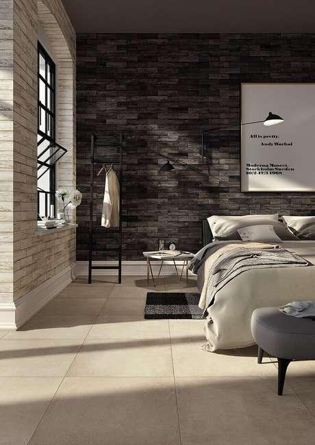 19. A tonalidade do piso cerâmico se contrasta com a parede escura. Fonte: Pinterest